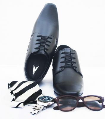 BLACK SHOES WITH TIE GLASSES