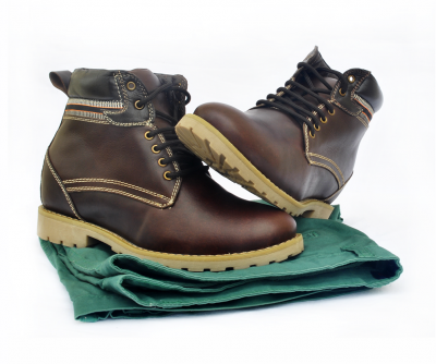brownbootsgreenshorts